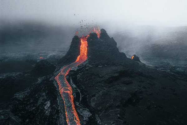 Photography of a volcanic eruption in Iceland